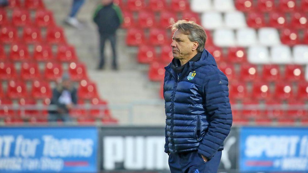 Der Trainerstuhl von Horst Steffen wackelt. (c) Ralph Köhler/propicture