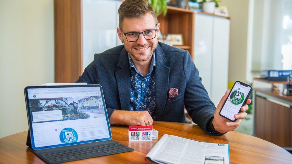 Die Neukirchner sollen durch das neue Portal samt App schneller über alles Wichtige in der Gemeinde informiert werden, so Bürgermeister Sascha Thamm. (Foto: Georg Ulrich Dostmann / ERZ-Foto)