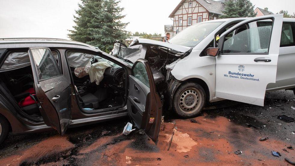 In diesen Fahrzeugen wurden insgesamt fünf Menschen schwer verletzt.