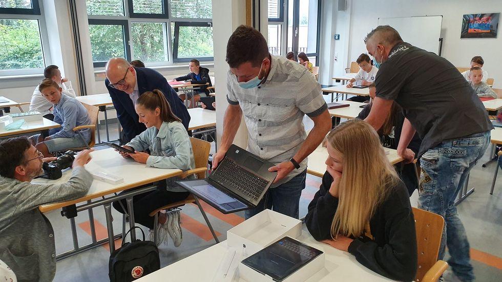 Im letzten Jahre hatte das Chemnitzer Sportgymnasium als erste Schule in der Stadt neue Tablets erhalten.