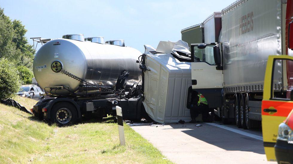 Schwerer LKW-Unfall auf der A4 bei Nossen