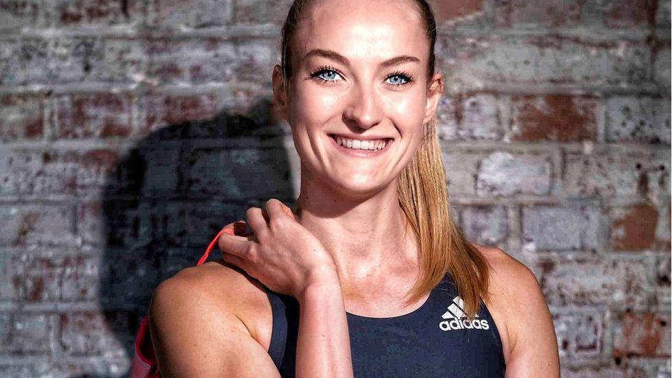 Corinna Schwab geht mit der Staffel beim 4x400 Meter Lauf an den Start.