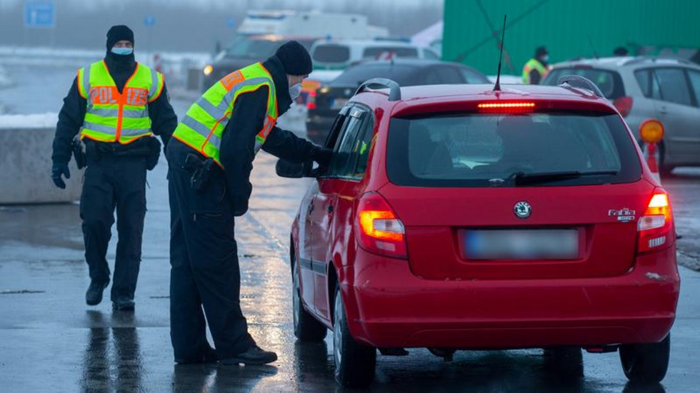 Autofahrer werden an der sächsisch-tschechischen Grenze kontrolliert.