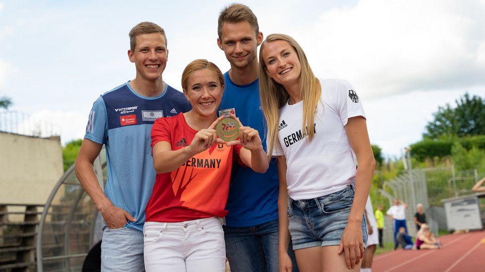 Die Leichtathleten Max Heß, Rebekka Haase, Marvin Schlegel und Corinna Schwab (v.l.n.r.) reisen zu den Olympischen Spielen nach Tokio.
