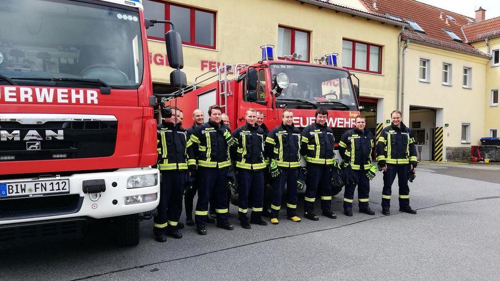 Die Feuerwehren in den Hochwasserregionen waren bis heute Morgen im Dauereinsatz, so auch in Neukirch/ Lausitz. Die Kameraden waren zu rund 80 Einsätzen ausgerückt.