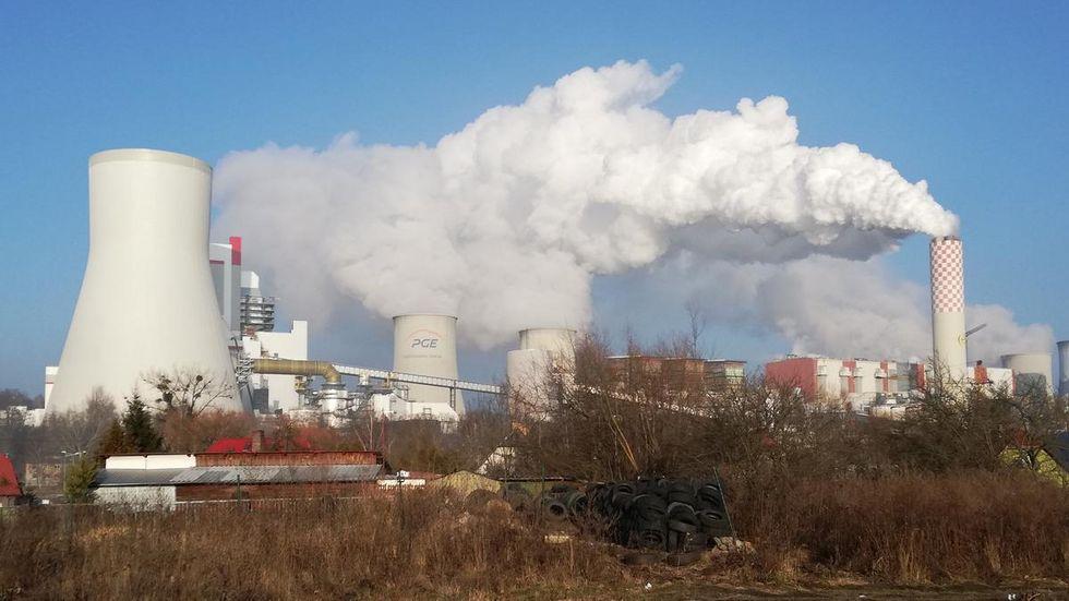 Kraftwerk Turow, nur einen Steinwurf von der Neiße entfernt.