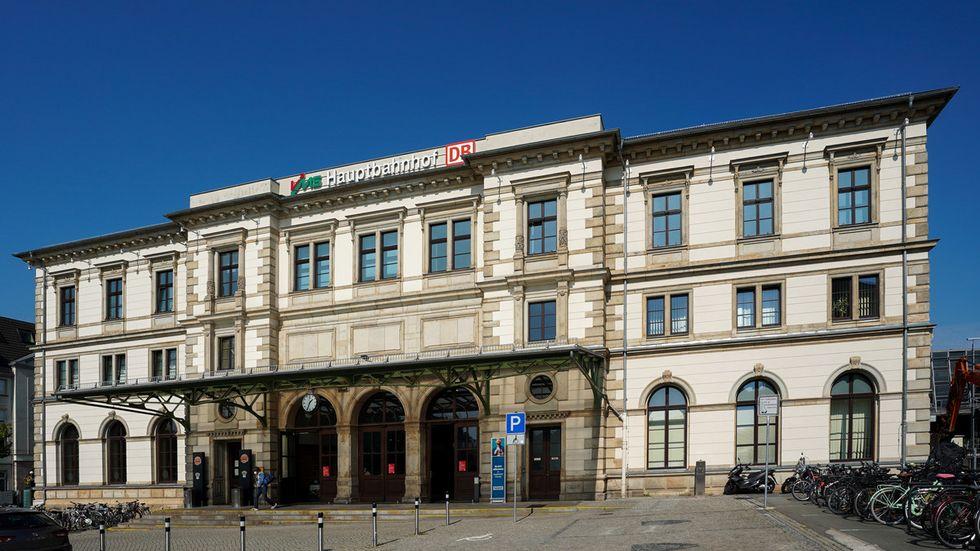 Außenansicht der historischen Empfangshalle des Hauptbahnhofs Chemnitz (Archivbild)
