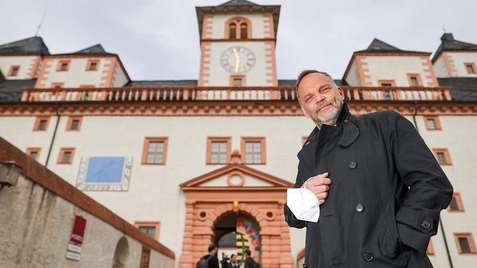 In Augustusburg konnten Gaststätten, Hotels und Museen für ein wissenschaftlich begleitetes Projekt wieder öffnen. Nach dem vorzeitigen Abbruch zeigte sich auch Bürgermeister Dirk Neubauer enttäuscht und trat aus seiner Partei, der SPD, aus.