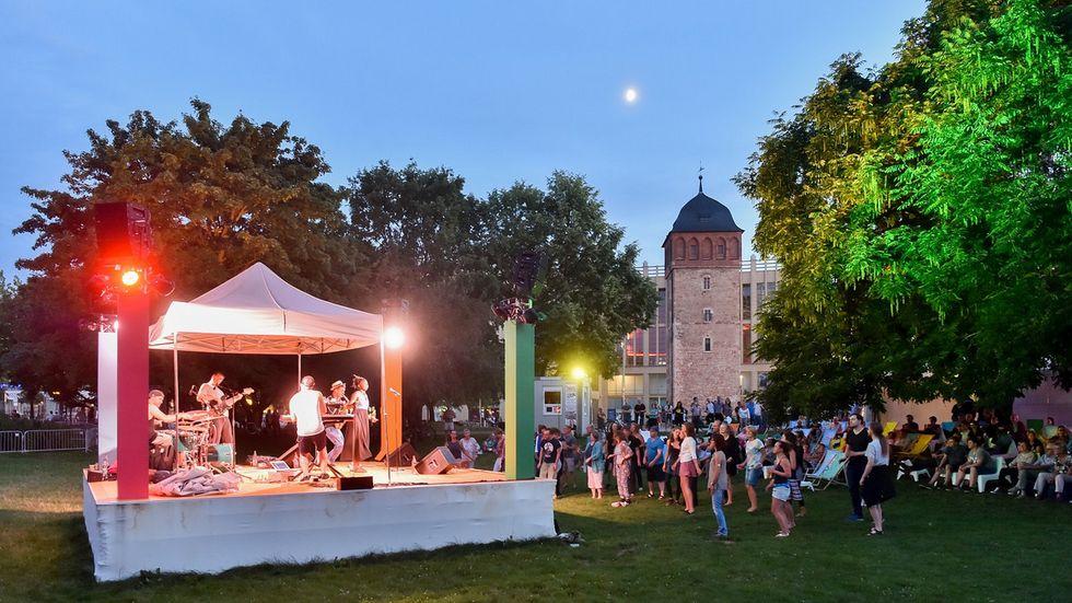 Im Stadthallenpark gibt es mit dem Parksommer ab Donnerstag wieder ein buntes Kulturprogramm.