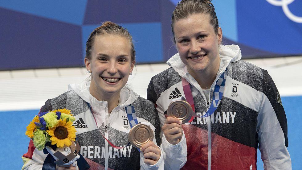 Nach den Olympischen Spielen könnte Schluss sein: Die Dresdner Wasserspringer-Duo Tina Punzel (l.) und Lena Hentschel werden möglicherweise nicht mehr gemeinsam weitermachen. Die beiden holten am Sonntag Bronze vom Drei-Meter-Brett und damit die erste Medaille für Deutschland.